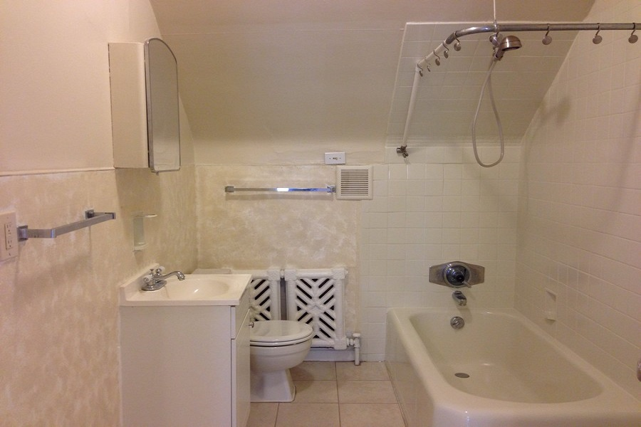 1325D bathroom